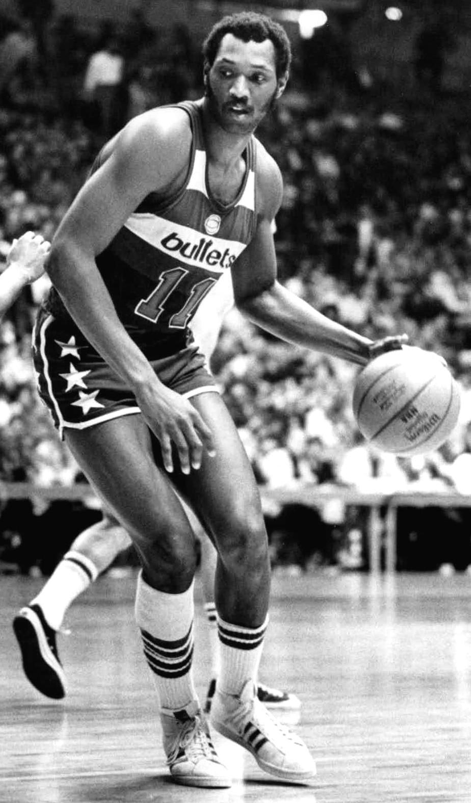 Elvin Hayes, con los colores de los Bullets en 1975 (WIKIPEDIA).