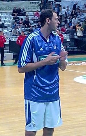 Tomas van den Spiegel, en un calentamiento con el Madrid (WIKIPEDIA).