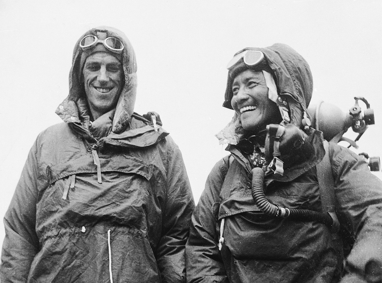Hillary y Tenzing, en la embajada británica en Katmandú el 26 de junio de 1953, tras lograr su hazaña (GTRES).