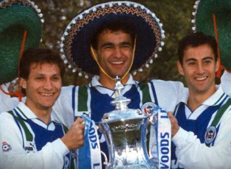 Seba, Roberto Martínez e Isidro Díaz, con el Wigan (YOUTUBE).