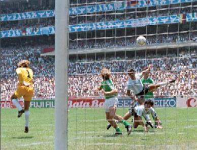 Momento del gol de Brown en México (WIKIPEDIA).