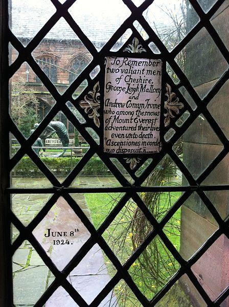 Placa en memoria de Irvine y Mallory en la catedral de Chester (WIKIPEDIA).