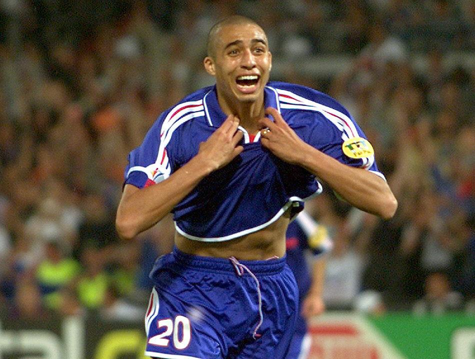 Trezeguet, tras marcar el gol de oro de la final de la Eurocopa de 2000 (Archivo 20minutos).