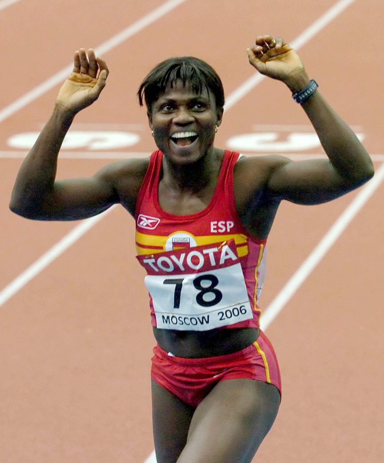 Glory Alozie, tras ser segunda en la final de los 60 metros vallas en los Campeonatos del Mundo de Atletismo en pista cubierta de Moscú 2006 (Archivo 20minutos).