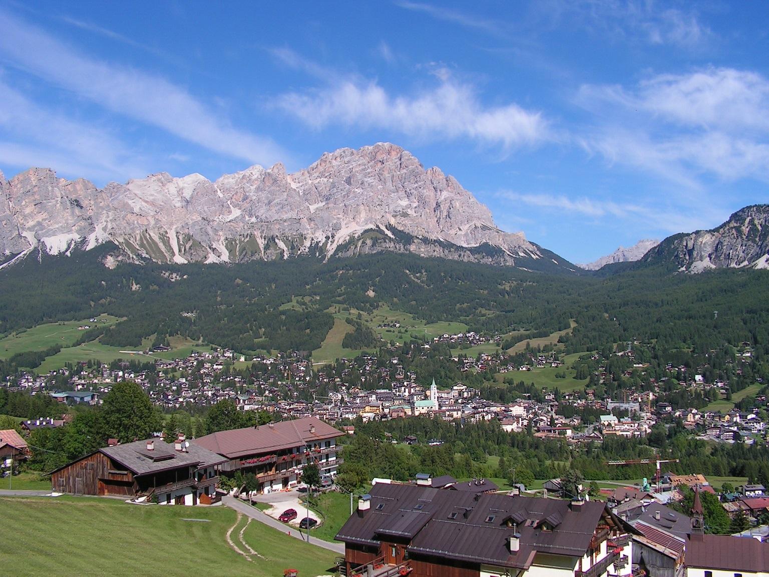 Imagen aérea de Cortina d'Ampezzo (WIKIPEDIA).