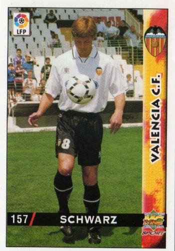 Cromo de Stefan Schwarz. La imagen es de su presentación con el Valencia (MC).