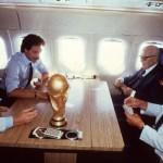 Zoff, Causio, Pertini y Bearzot, jugando a las cartas tras ganar el Mundial del 82 (WIKIPEDIA).