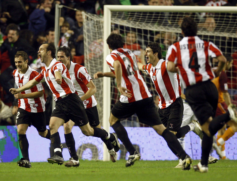Etxeberria, celebrando un gol del Athletic en un partido de Liga ante el Recre en el viejo San Mamés, en la temporada 2007/2008 (Archivo 20minutos).