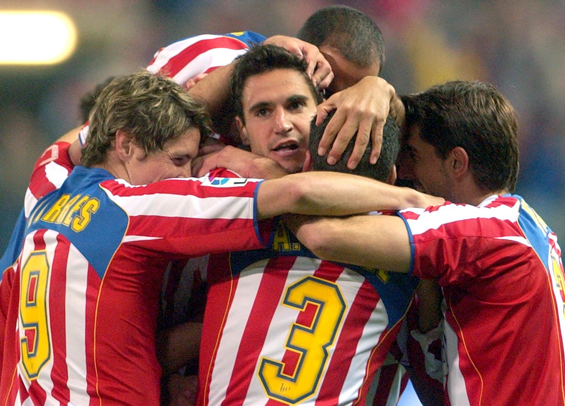 Pablo celebra un gol con el Atleti ante el Numancia en el Calderón en 2004 (Archivo 20minutos).