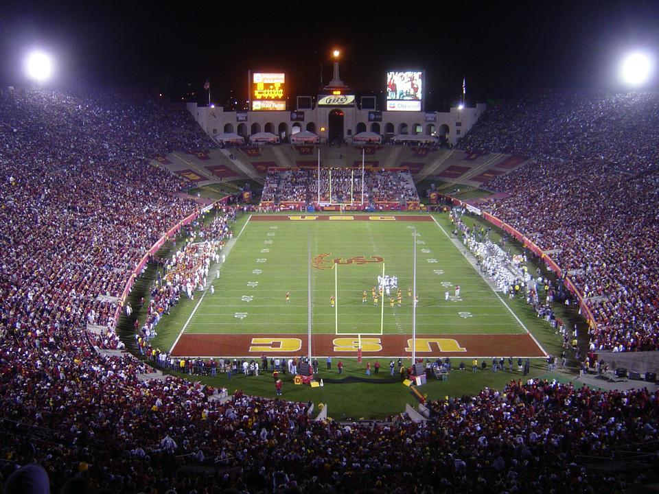 Interior del estadio en un partido de los Trojans en 2006 (WIKIPEDIA).