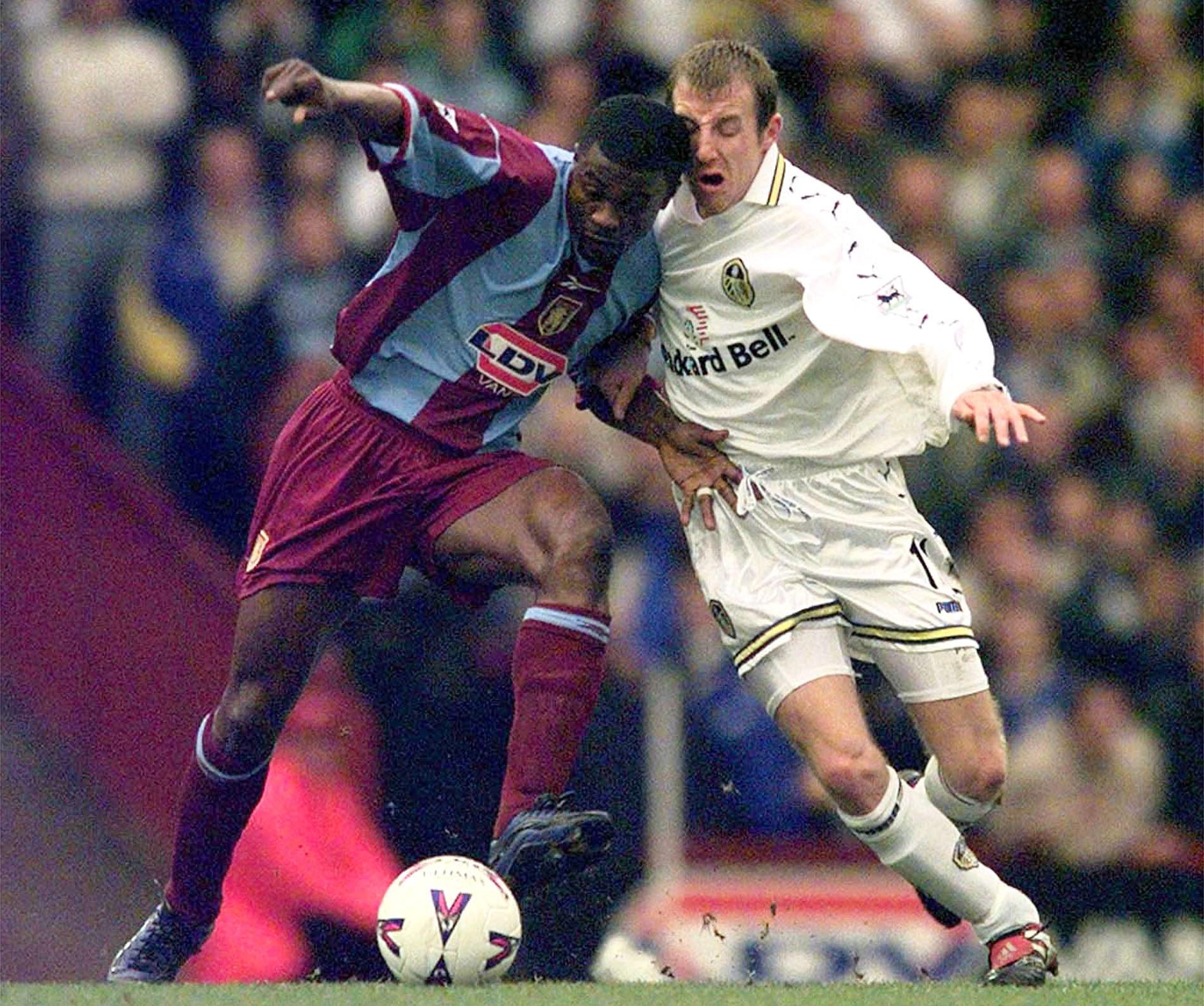 Bowyer, con el Leeds United en un partido ante el Aston Villa en 2000 (Archivo 20minutos).
