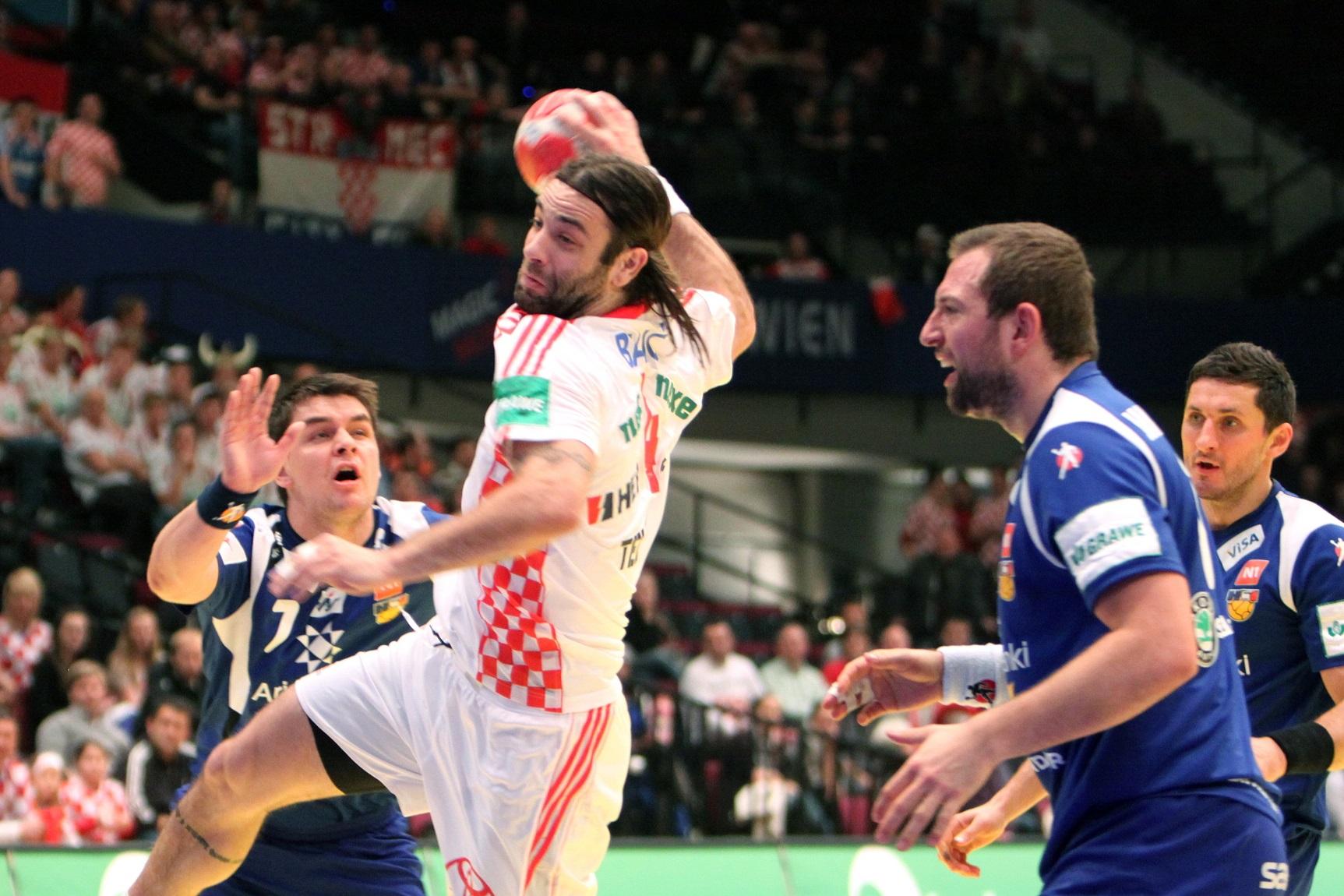 Balic lanza a portería en un Croacia-Islandia del Europeo de 2010 (GTRES).