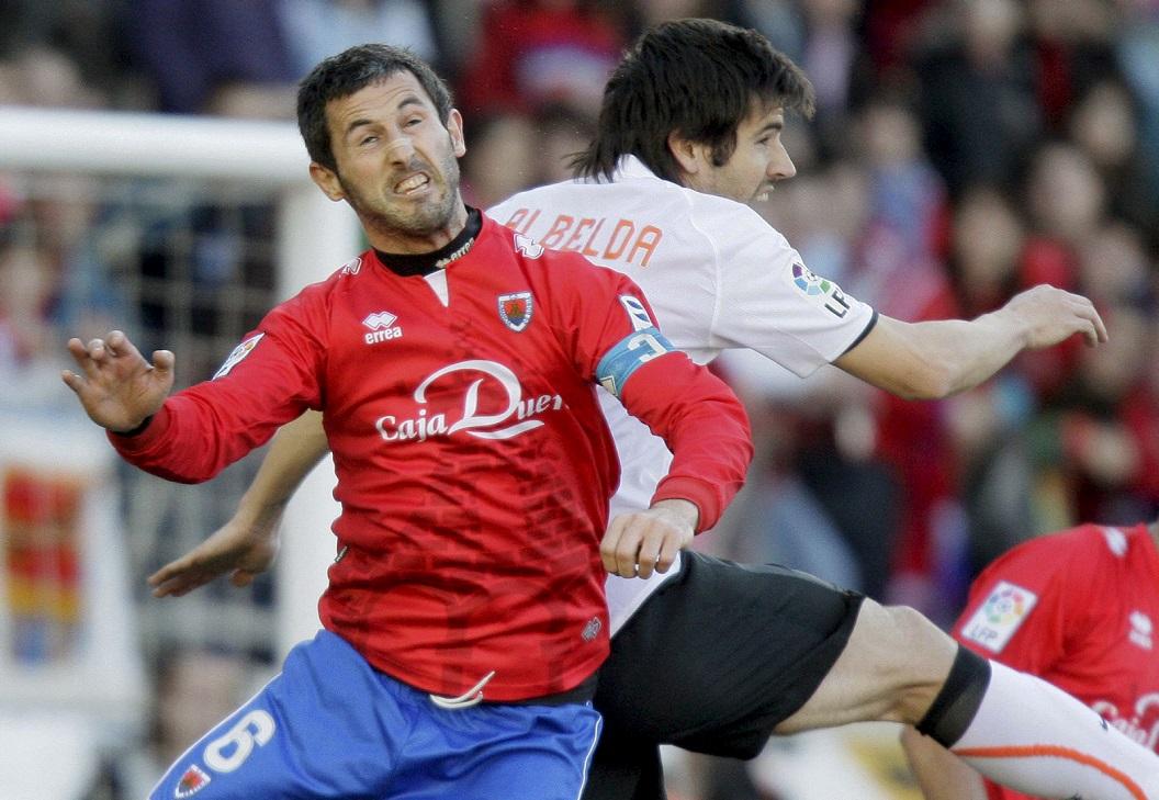 Nagore pelea un balón con Albelda en un Numancia-Valencia de la Liga 2008-2009 (Archivo 20minutos).
