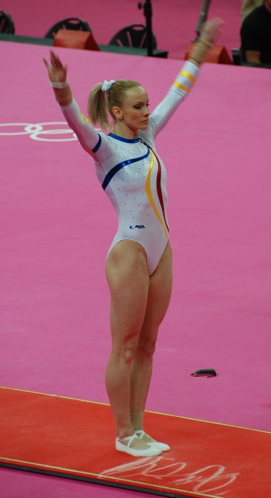 Sandra Izbasa, en los Juegos de Londres 2012 (WIKIPEDIA).