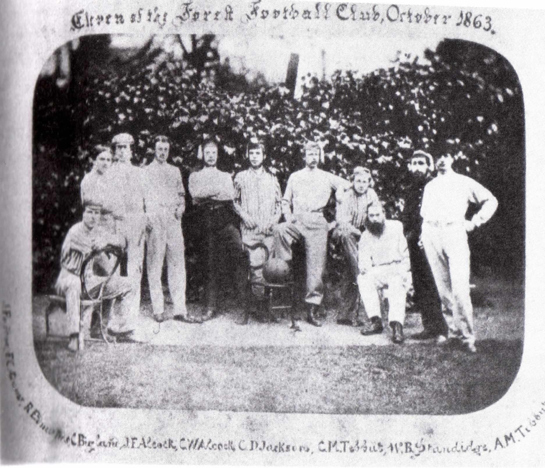 Única foto conocida del equipo, cuando aún se llamaba Forest FC, y que data de 1863 (WIKIPEDIA).