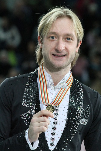 Plushenko luce medalla en los Europeos de 2012 (WIKIPEDIA).