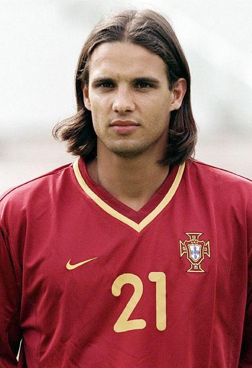 Nuno Gomes, con la camiseta de su selección (Archivo 20Minutos).