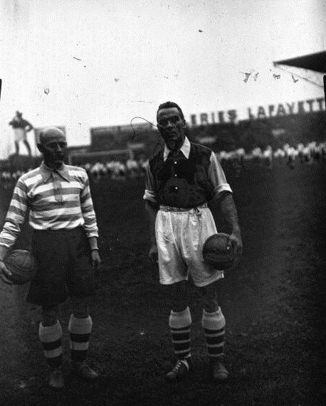 Foto de un amistoso entre el Racing y el Arsenal en París, 1934 (WIKIPEDIA).