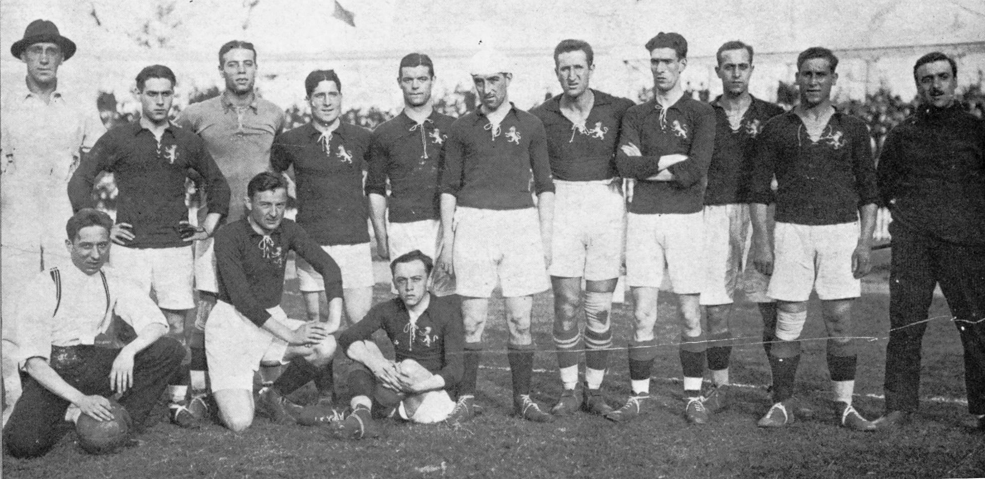 Selección española en 1920 (WIKIPEDIA).