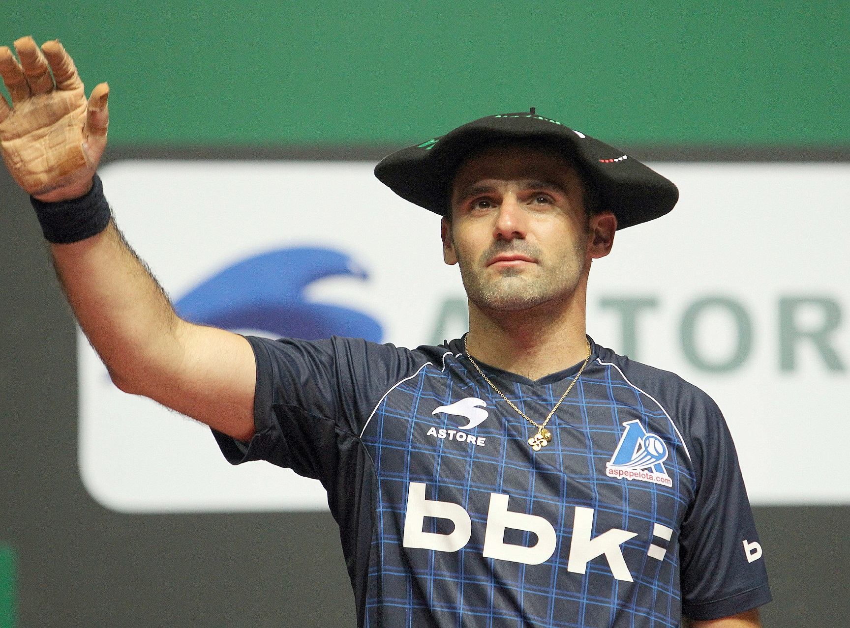 El pelotari vascofrancés Xala, tras ganar el Manomanista en 2011 en Bilbao (Archivo 20minutos).