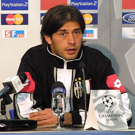 Tacchinardi, en rueda de prensa con la Juve (WIKIPEDIA).
