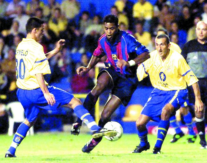 Samways, a la derecha, en un partido de Liga ante el Barça en noviembre de 2001 (Archivo 20minutos).