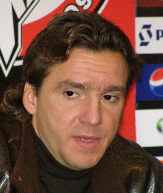 Yuran, en 2008, dando una rueda de prensa como entrenador del Khimki (WIKIPEDIA).