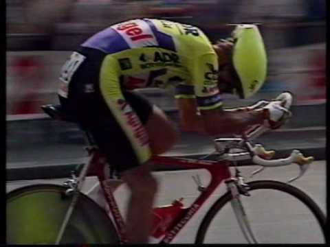 Greg LeMond, en plena contrarreloj de 1989 (YOUTUBE).
