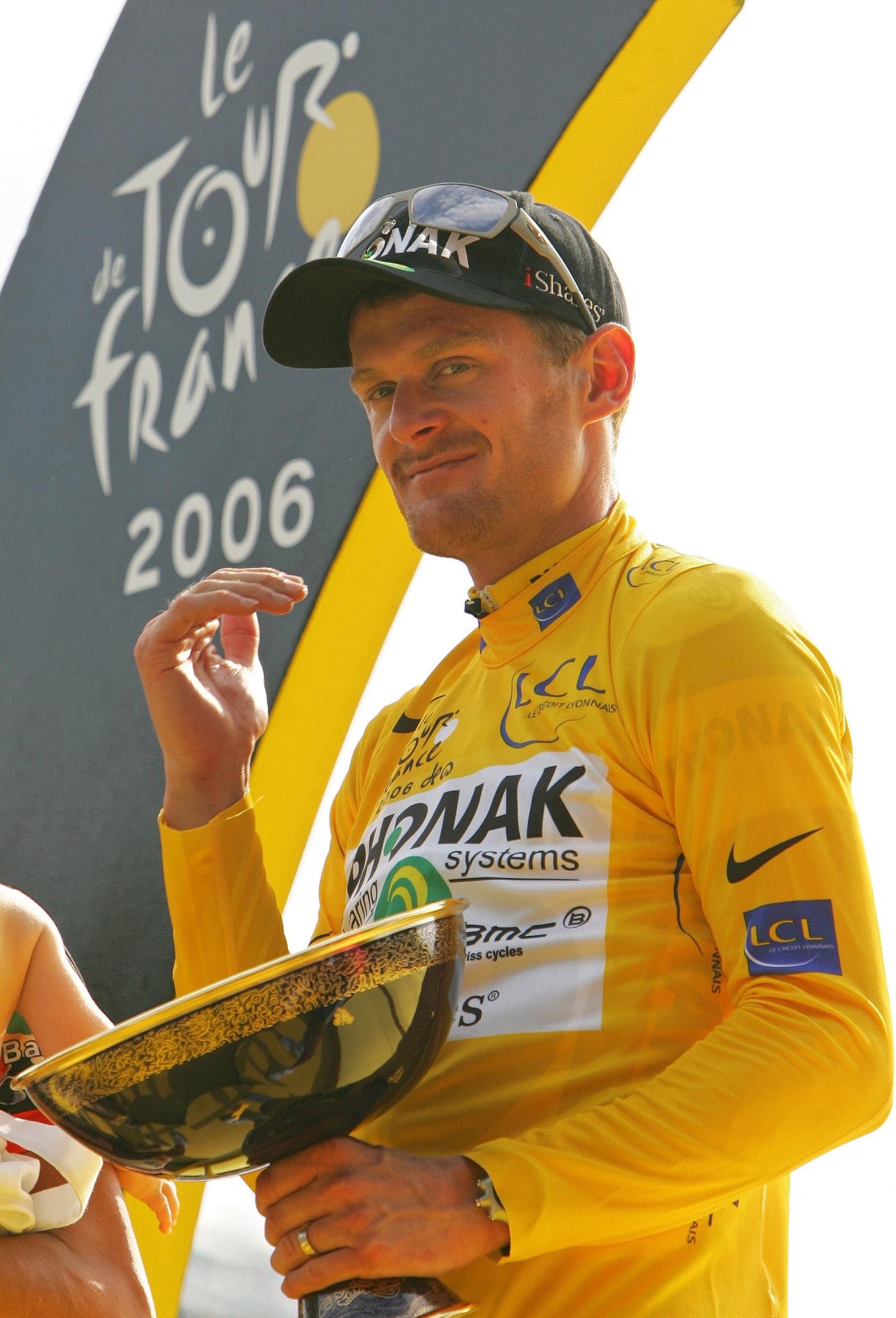 Landis, en el podio de París del Tour de 2006 (GTRES).