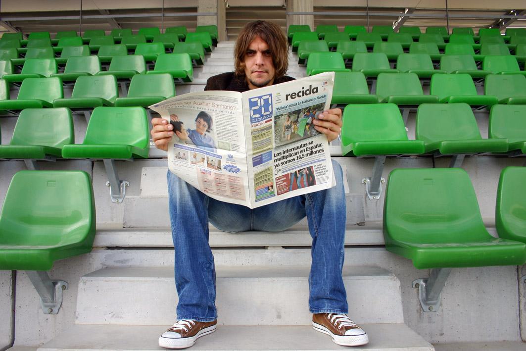 Woodgate, leyendo '20minutos' en su etapa en el Madrid (Archivo 20minutos).