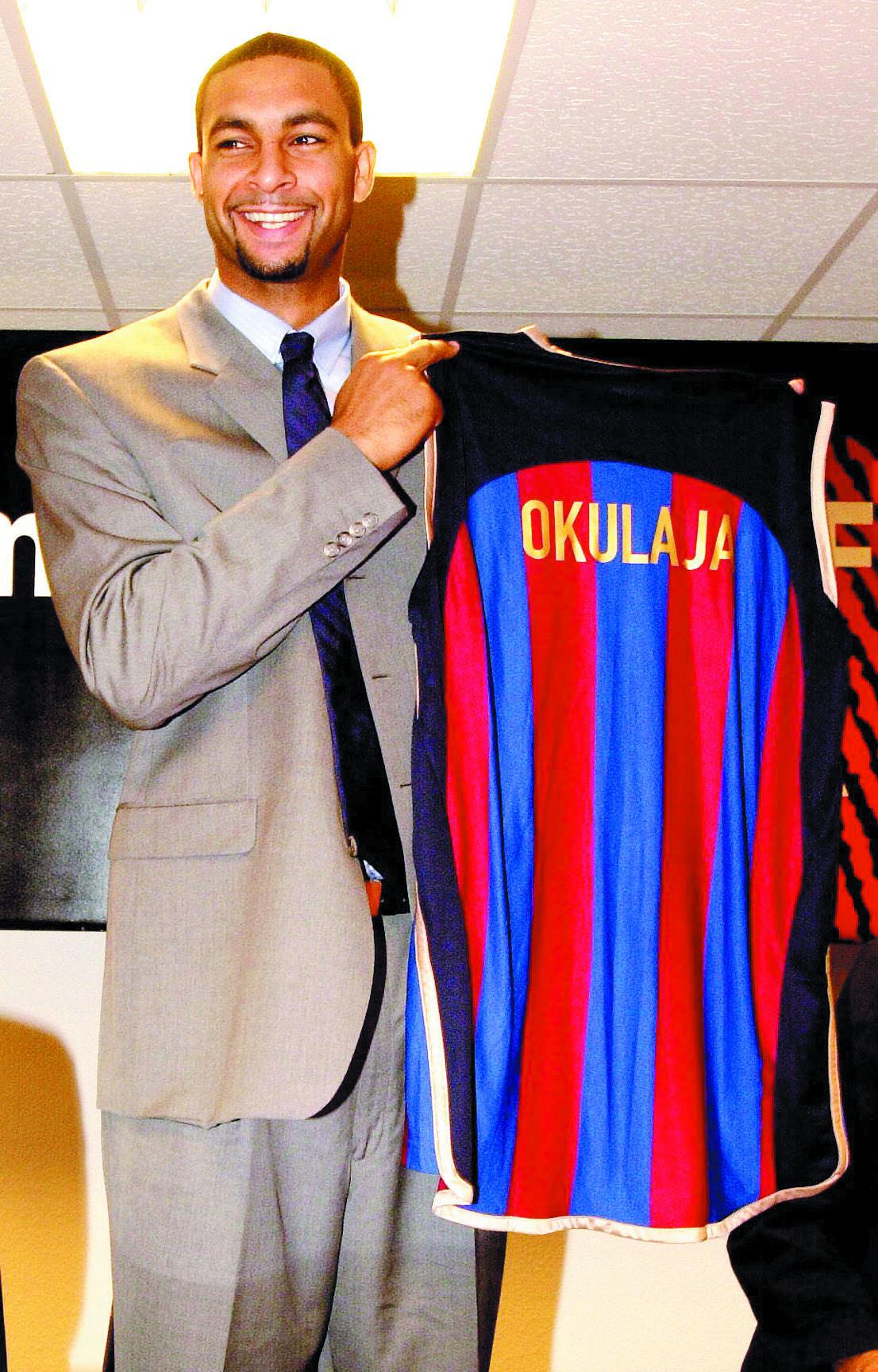 Okulaja, en su presentación con el Barça en agosto de 2001 (Archivo 20minutos).