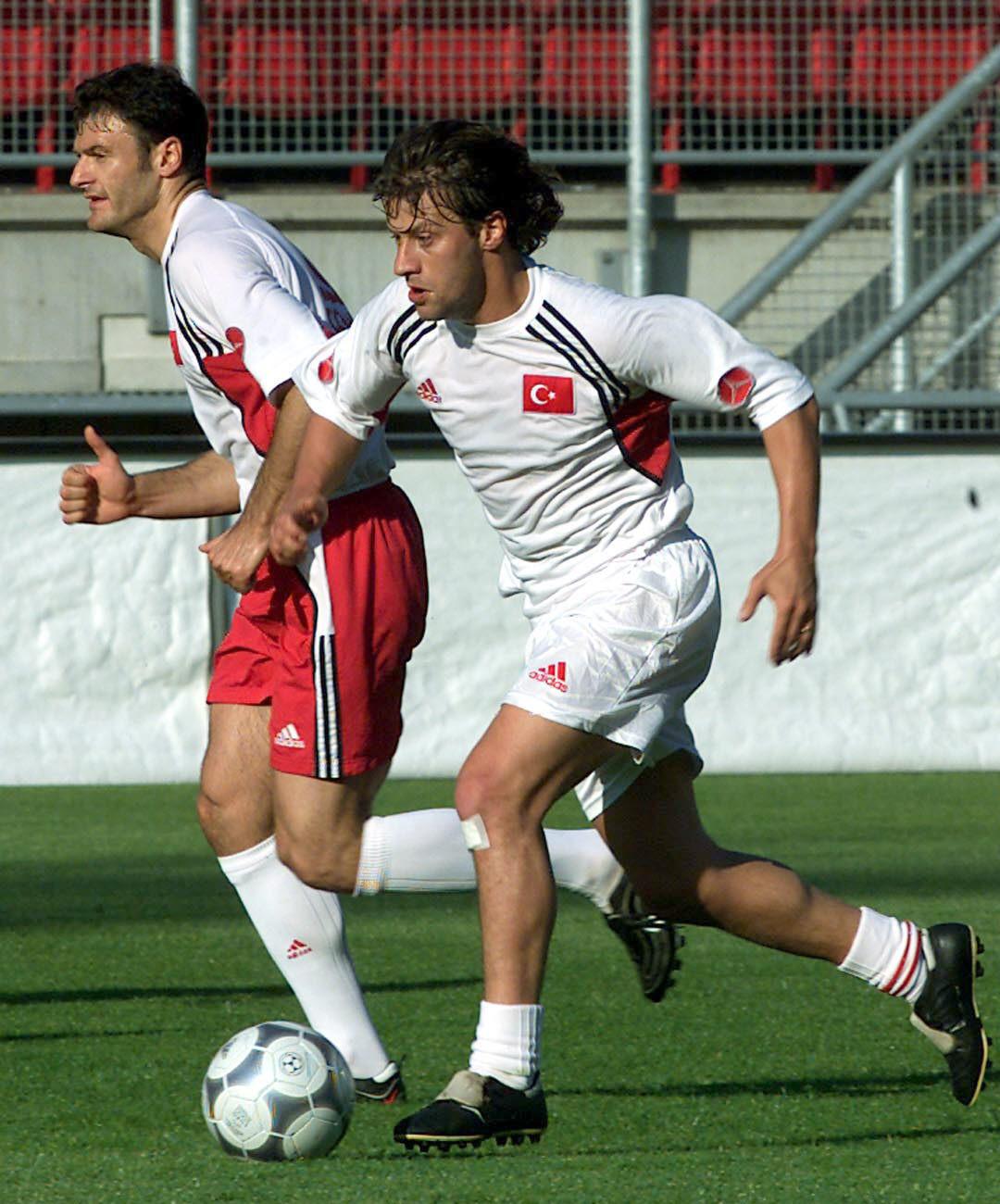 Tugay, en primer término, entrenando en la Eurocopa de 2000 (Archivo 20minutos).