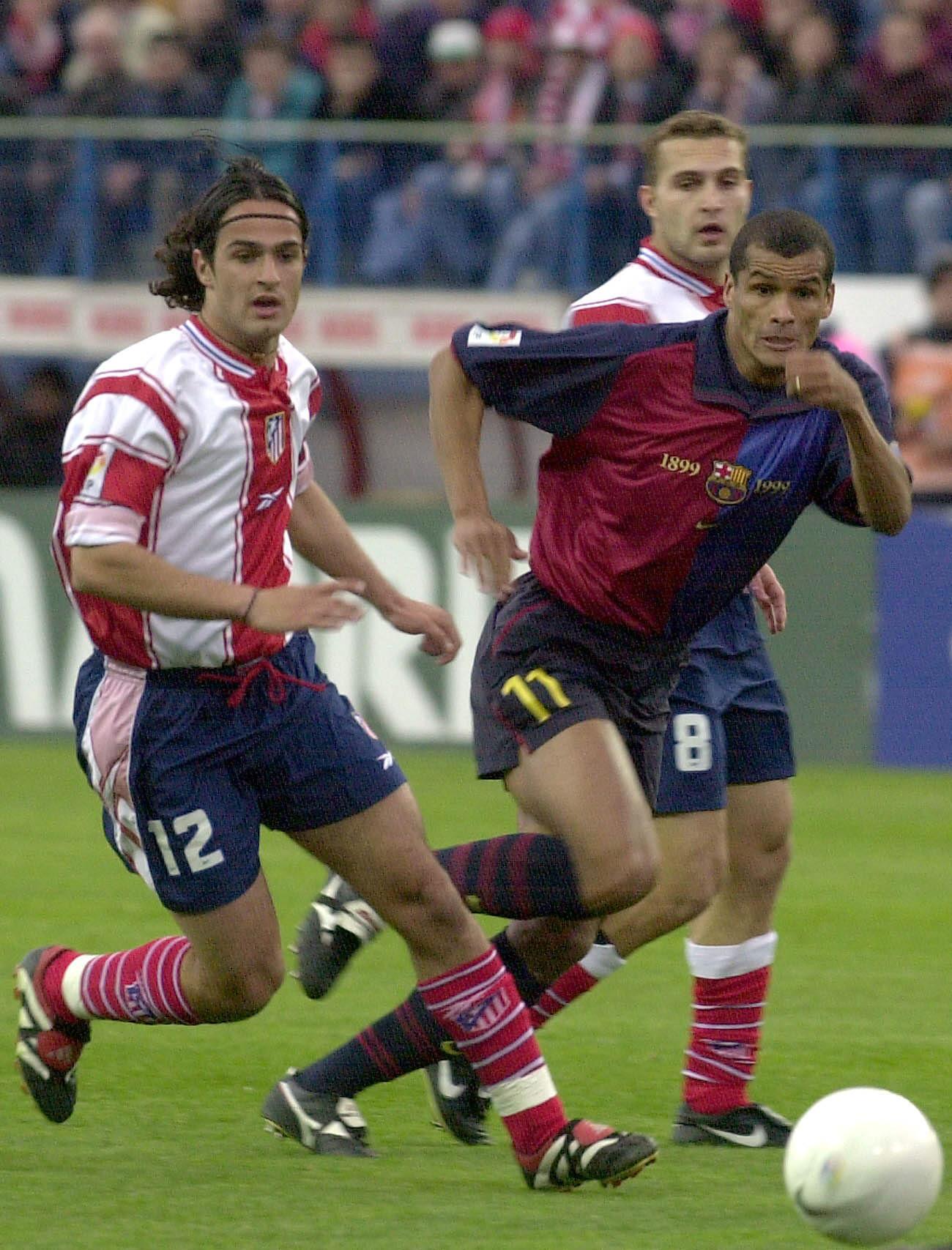 Hugo Leal, junto al culé Rivaldo en un partido de Copa del Rey.