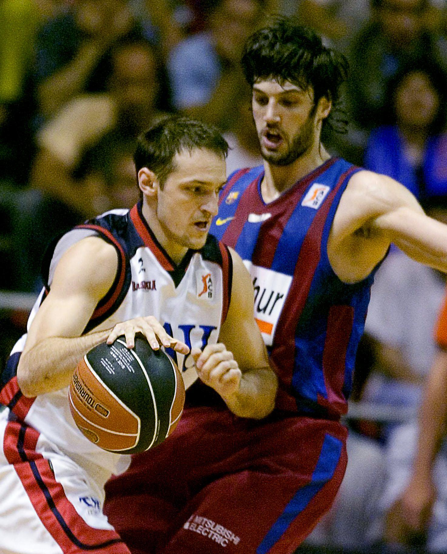 Igor Rakocevic, ante el escolta del Barcelona Gianluca Basile, durante el quinto partido de la semifinal de la Liga ACB de 2007 (Archivo 20minutos).