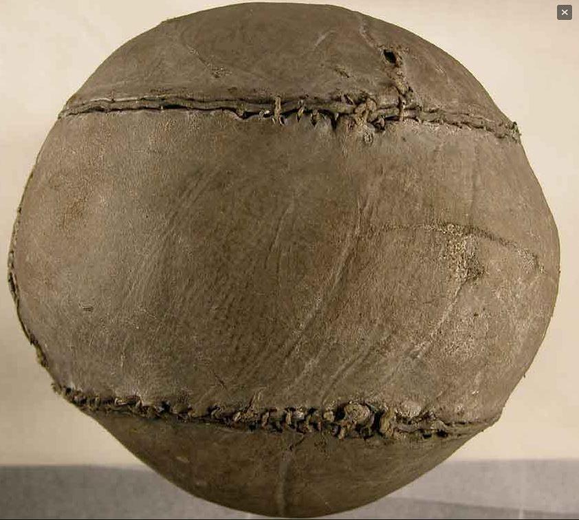 c25d8ada91c8f El balón de fútbol más antiguo del mundo  un escocés del año 1540 ...
