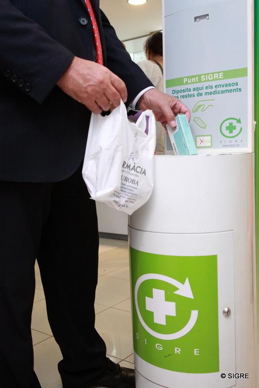 Punto SIGRE de reciclaje en una farmacia