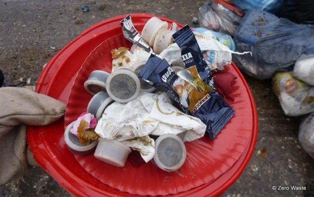 Cápsulas de café encontradas en la basura doméstica.