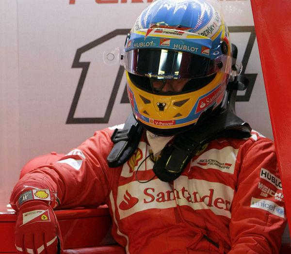 Fernando Alonso, con el equipo Ferrari (Foto: Efe).