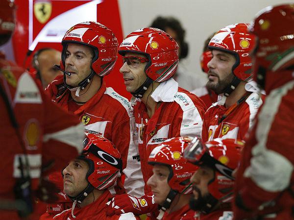 Mecánicos del equipo Ferrari (Foto: Efe).