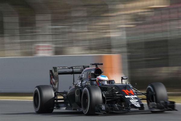 Fernando Alonso, en los test de Montmeló (Foto: Efe).