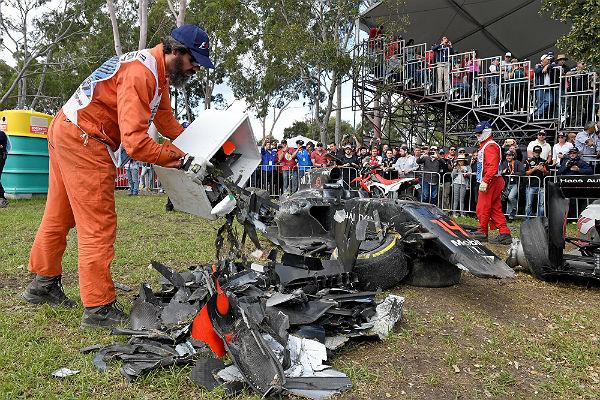 Así quedó el McLaren de Alonso tras el accidente en Australia (Foto: Efe).