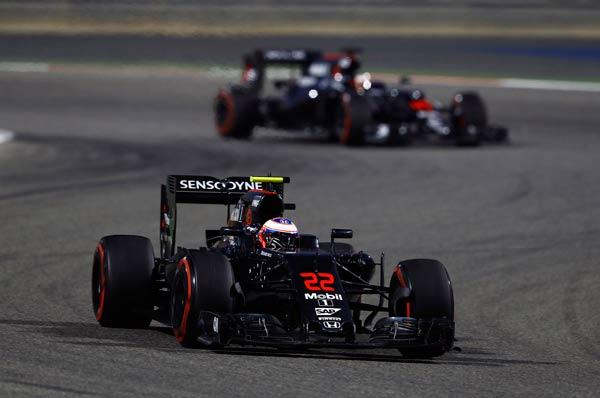 Los dos McLaren, en Bahréin (Foto: McLaren).
