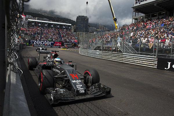 Alonso, al volante del McLaren en Mónaco (Foto: Efe).