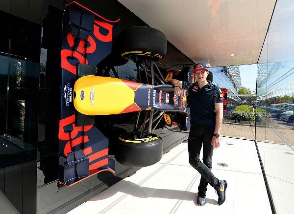 Max Verstappen, ayer, en la sede de Red Bull (Foto: Red Bull).