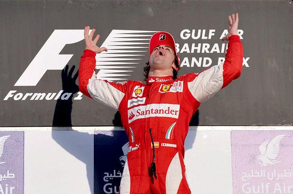 Alonso celebra su victoria con Ferrari en el GP de Bahréin de 2010 (Foto: Archivo).