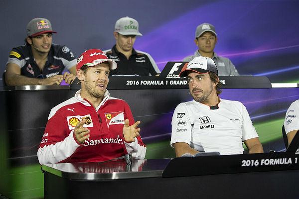 Vettel, dando explicaciones en la rueda de prensa de Bakú (Foto: Efe).