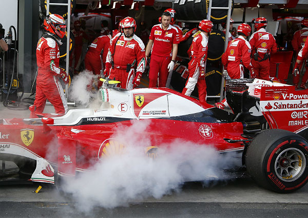 Un Ferrari echando humo esta temporada (Foto: Archivo).