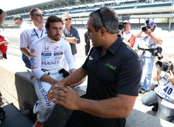 Indianapolis: Hola, soy Fernando Alonso. Sí, somos conscientes de quién eres