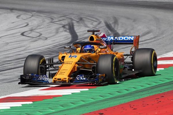 Helmut Marko se ríe del chasis de McLaren