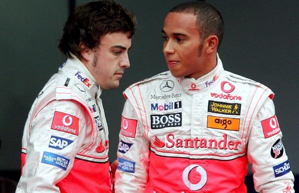 Hamilton olvida un detalle al comparar la situación de Leclerc con la que vivió él con Alonso en McLaren